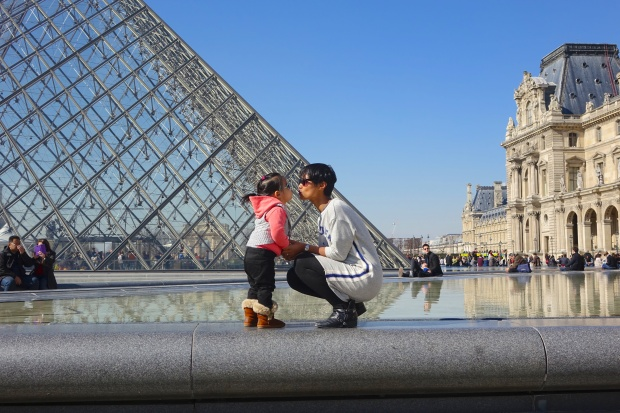 Kisses by the Louvre